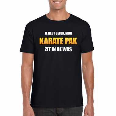 Karatepak zit in de was heren carnaval t shirt zwart