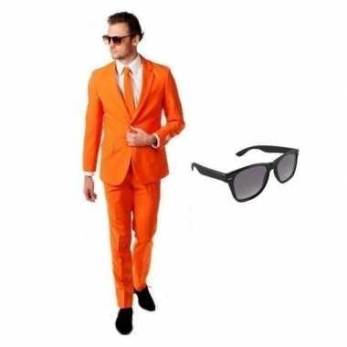 Oranje heren carnavalskleding maat 54 (2xl) met gratis zonnebril
