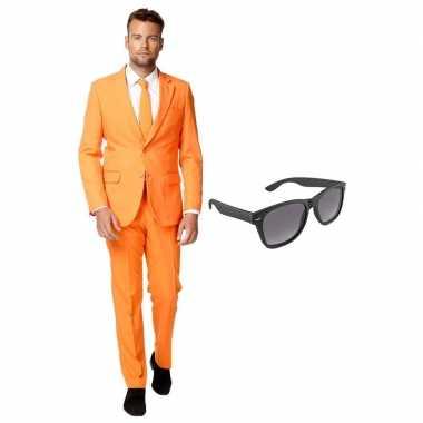 Oranje heren carnavalskleding maat 56 (xxxl) met gratis zonnebril