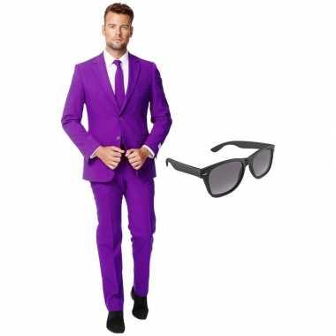 Paars heren carnavalskleding maat 56 (xxxl) met gratis zonnebril
