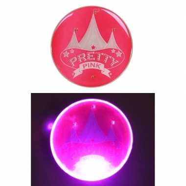 Roze broche met licht en circus afbeelding