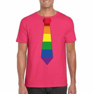 Roze t shirt met regenboog vlag stropdas heren
