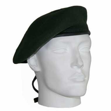 Soldaten baretten donkergroen
