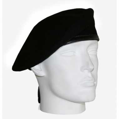 Soldaten baretten zwart