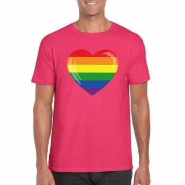 T shirt met regenboog vlag in hart roze heren