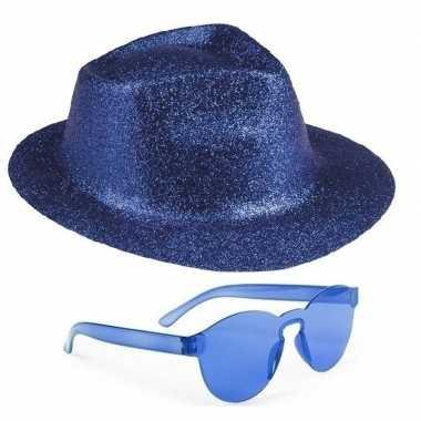 Toppers blauw trilby glitter party hoedje met blauwe zonnebril