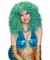 Pruik met krullen blauw met groen
