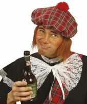 Schotse pet met ruitjes en pruik